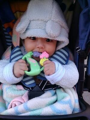 Bébé va manipuler son doudou et il fera de nombreuses découvertes